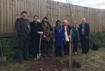 Robin Hood and Sheriff of Nottingham plant first oak tree in People's Forest